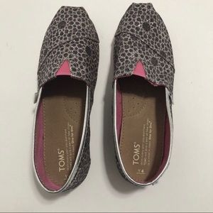Toms girls Silver and Pink leopard print shoes